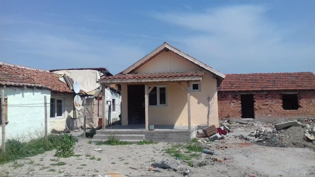 Къщата на братята биячи във Войводиново стои непокътната от багерите                              снимка: Севдалин Палаузов, Радио Пловдив