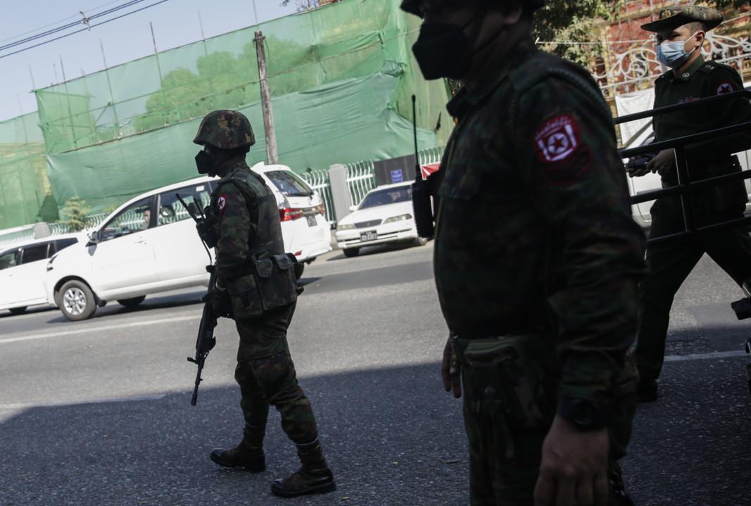 Военни в Янгон, Мианма, 2 февруари 2021 г.