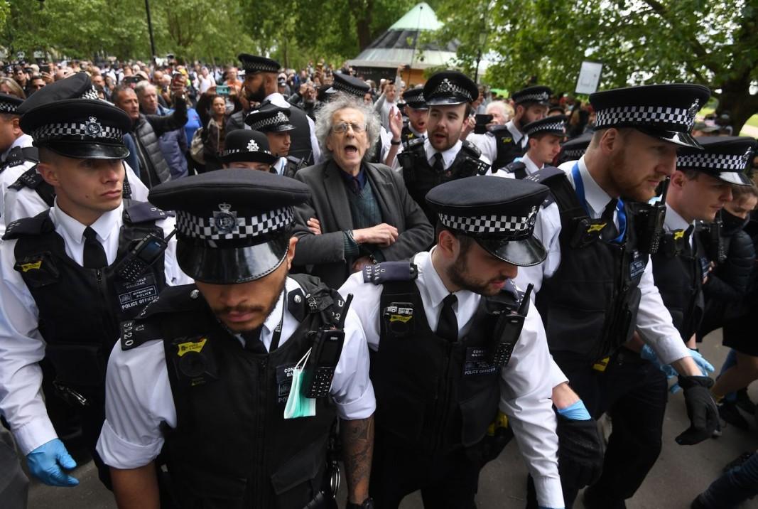 Британската полиция е пословична с ненатрапчивия начин, по който си върши работата.