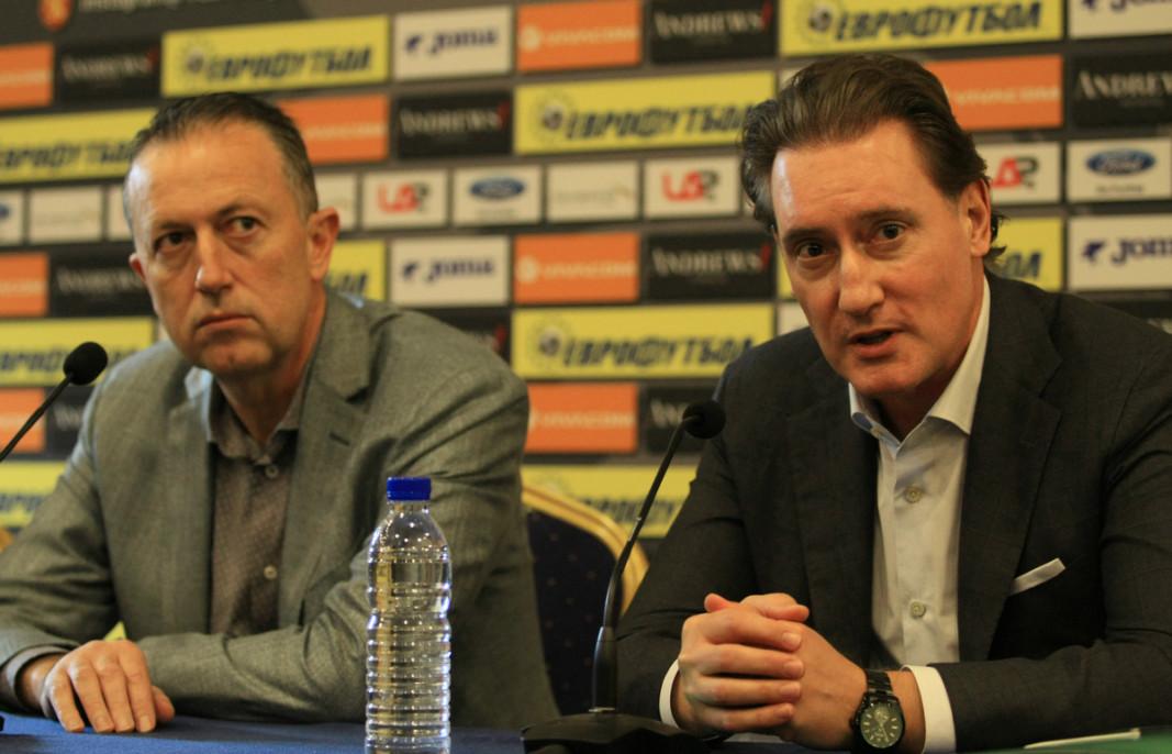 Атанас Фурнаджиев (вляво) и Кирил Домусчиев след заседанието.