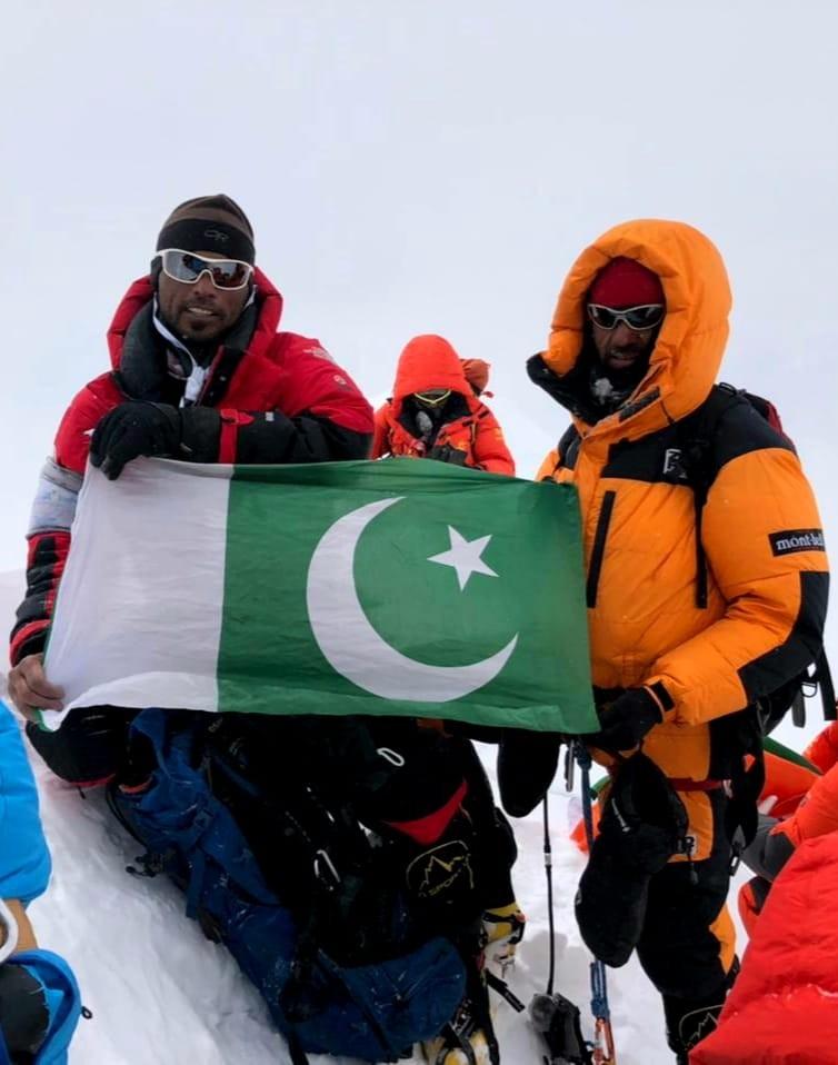 Сирбаз и Абдул на върха