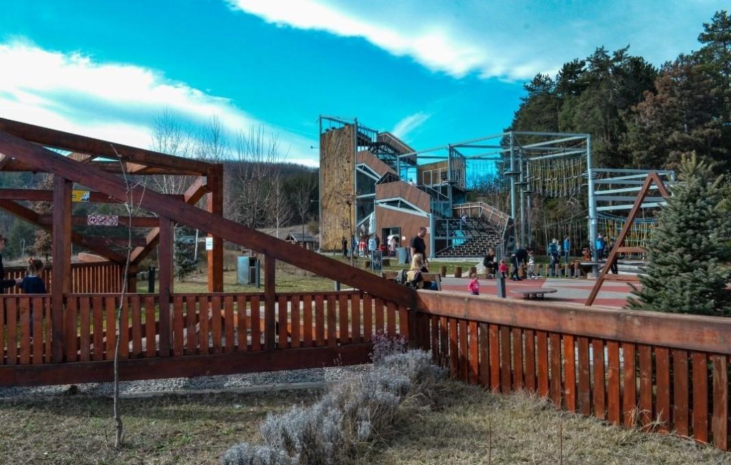 Parku i atraksioneve