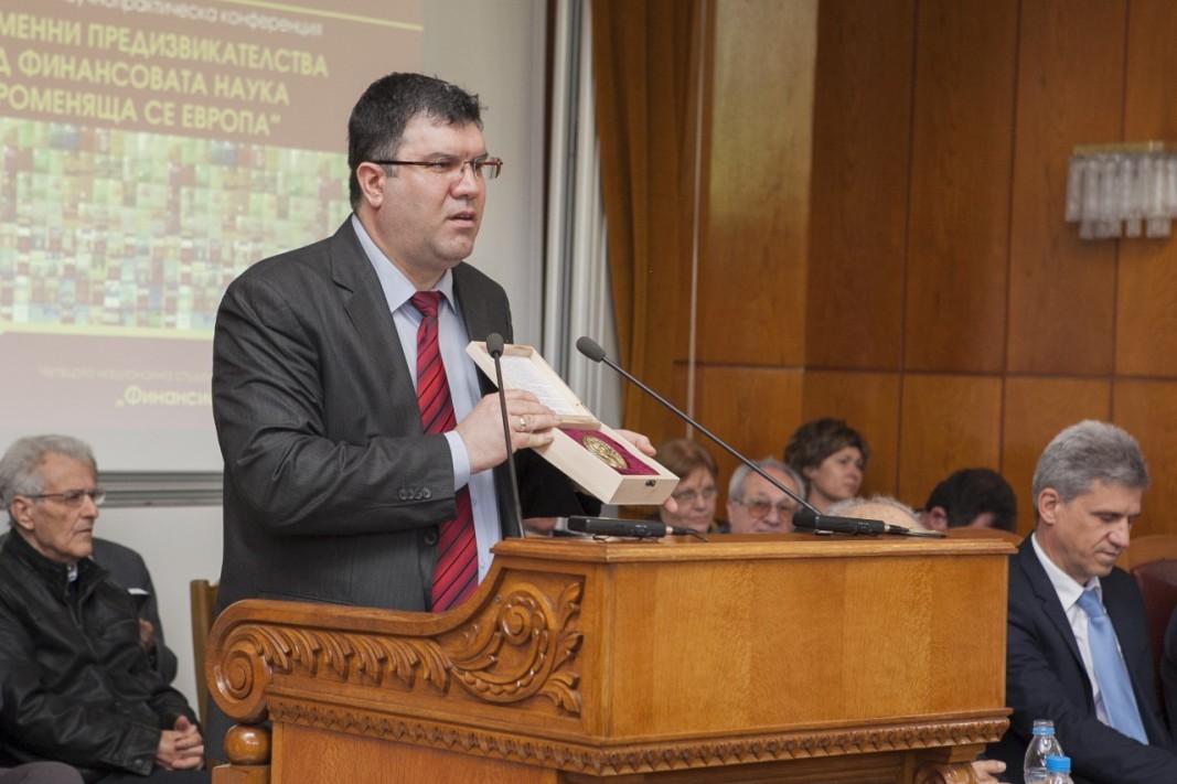 проф. д-р Андрей Захариев