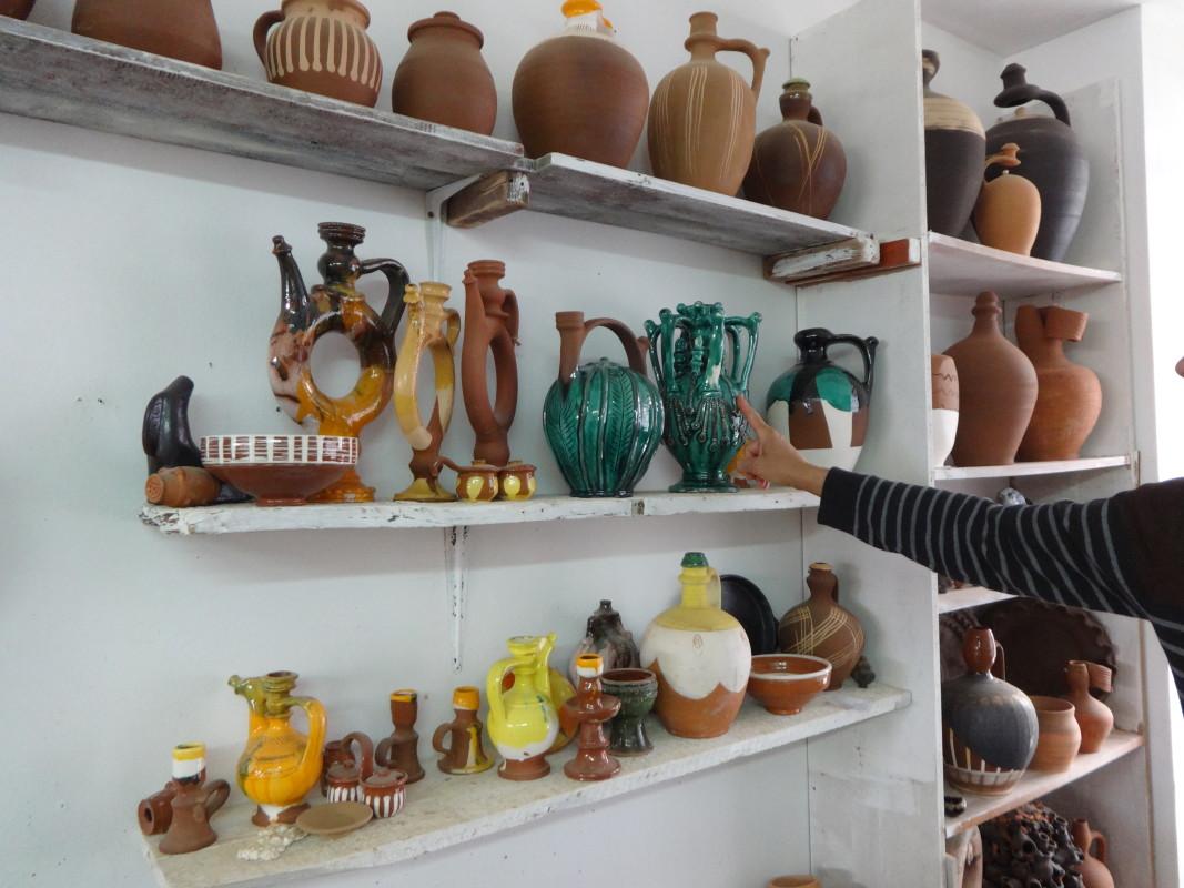 Почеркът на Бусинската керамична школа присъства в творбите на Захари