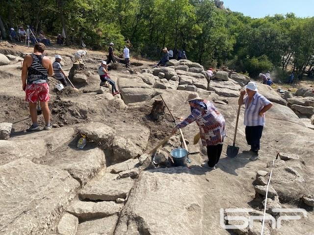 Археологическо лято