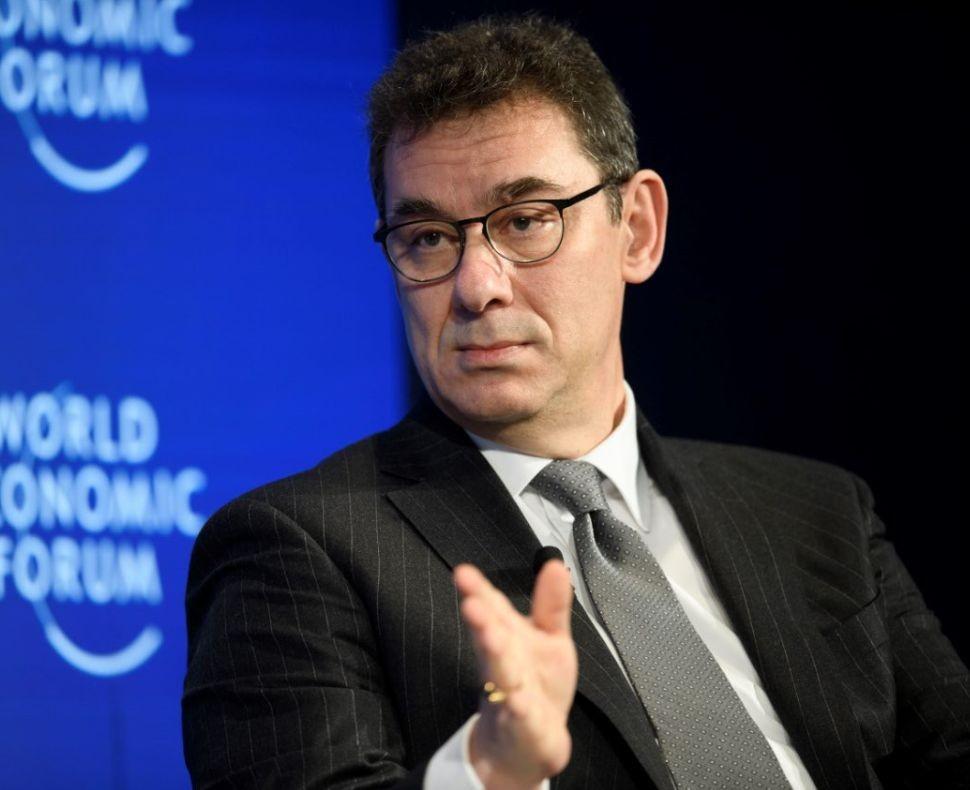 Алберт Бурла, главен изпълнителен директор на Pfizer