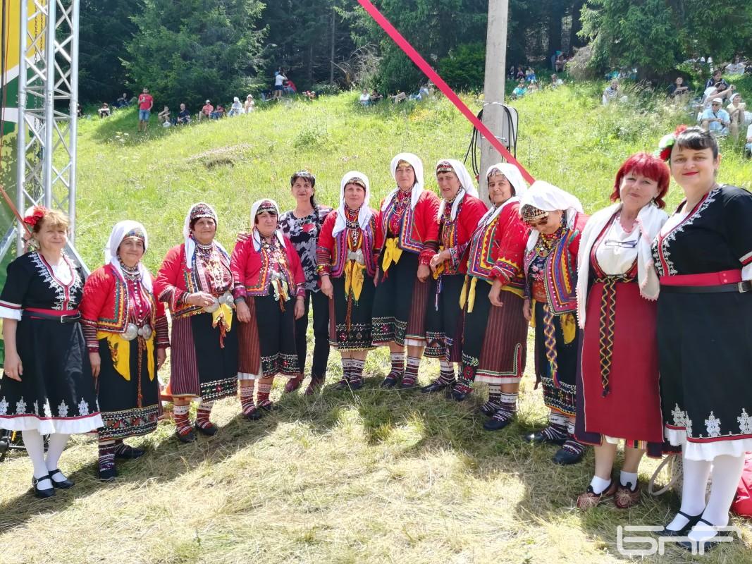 Женска певческа група за автентичен фолклор от с. Аврен, общ. Крумовград