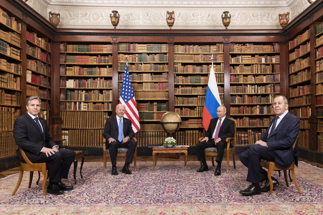 Президентът на САЩ Байдън и държавният секретар Антъни Блинкън на срещата с руския президент Путин и с външния министър Лавров във вила La Grange, Женева, Швейцария, 16 юни 2021 г.