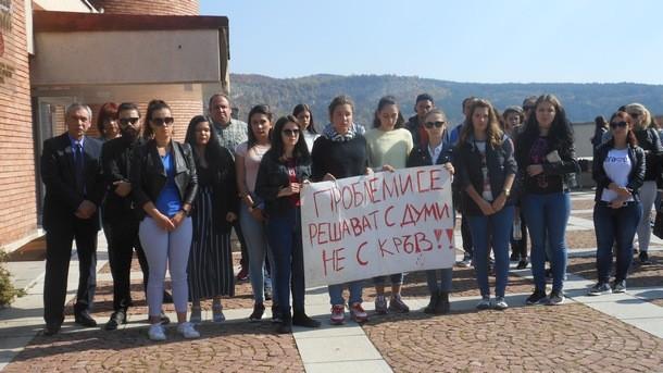 Снимка: Бдение на студенти от Великотърновския университет в памет на убитата телевизионна водеща