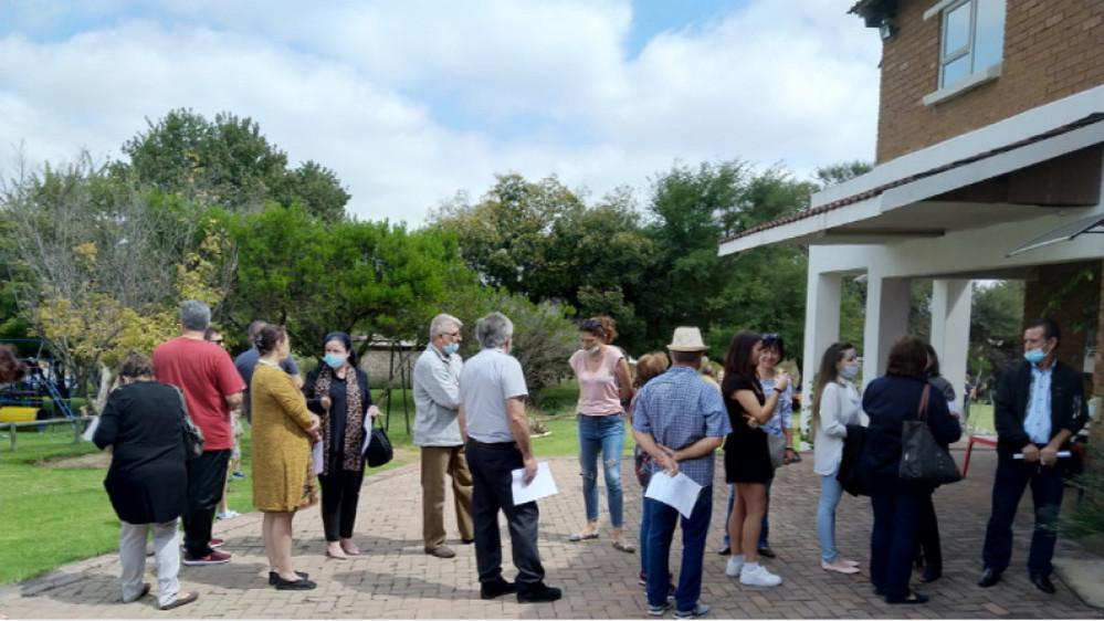 Българи чакат да гласуват в Южна Африка на парламентарните избори на 4 април 2021 г.    Снимка: личен архив