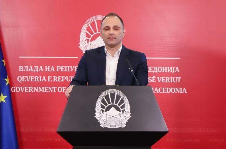 Македонският здравен министър Венко Филипче на пресконференция в Скопие.