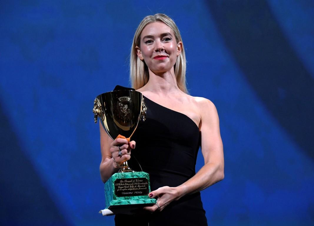 Ванеса Кърби получи наградата за най-добра актриса за ролята си в