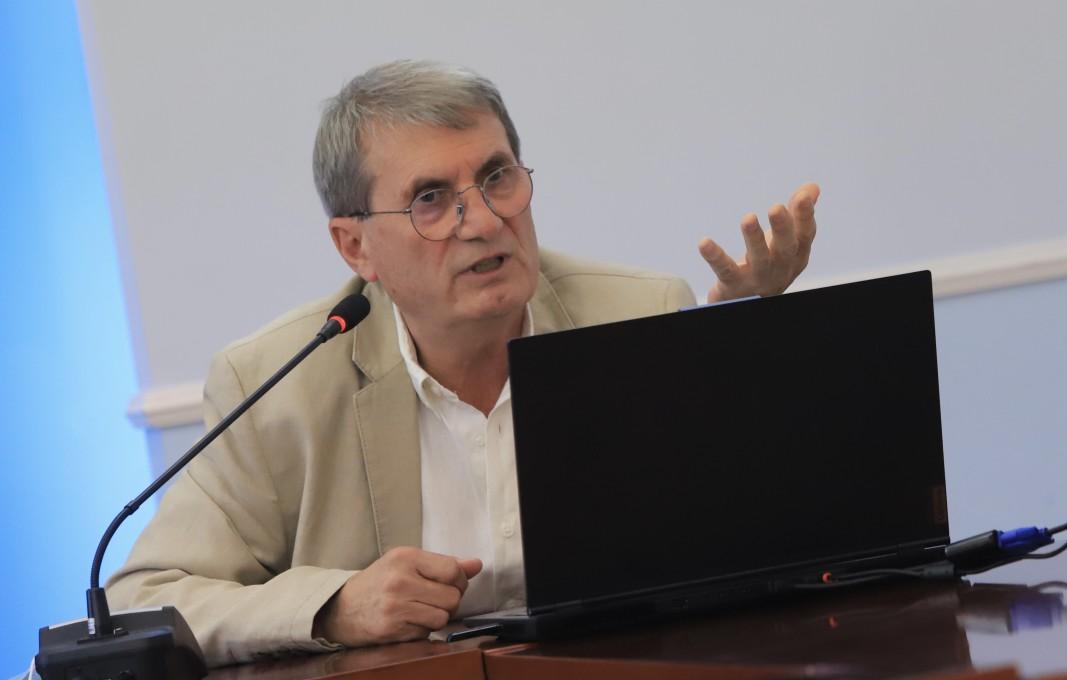 В Министерството на здравеопазването беше представен анализът на здравното обслужване на населението в условията на пандемия от SARS-CoV-2 в периода от 1 март 2020 г. до 31 май 2021 г, поръчан от министъра на здравеопазването д-р Стойчо Кацаров на Националния център по обществено здраве и анализи (НЦОЗА).. На снимката: доц. Христо Хинков, директор на НЦОЗА/ БГНЕС