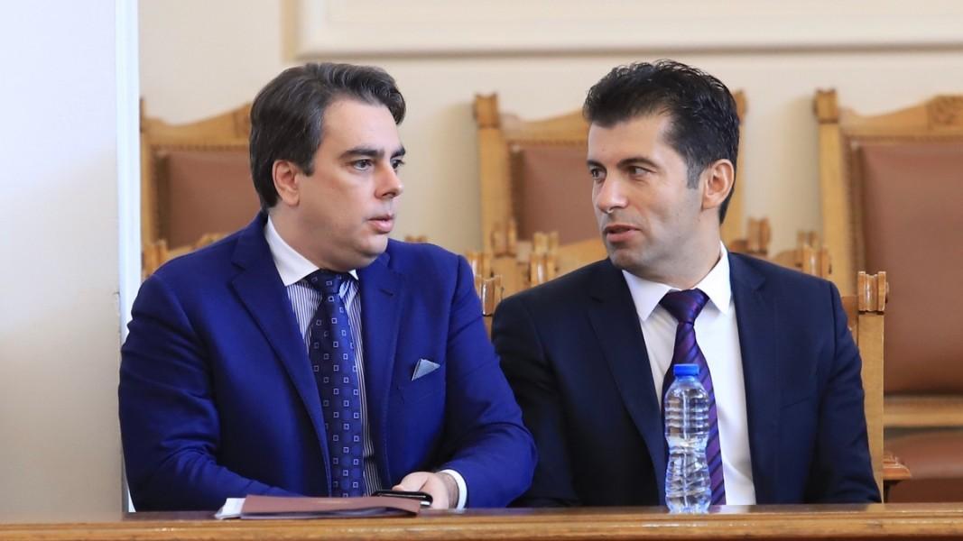 Асен Василев и Кирил Петков  Снимка: БГНЕС