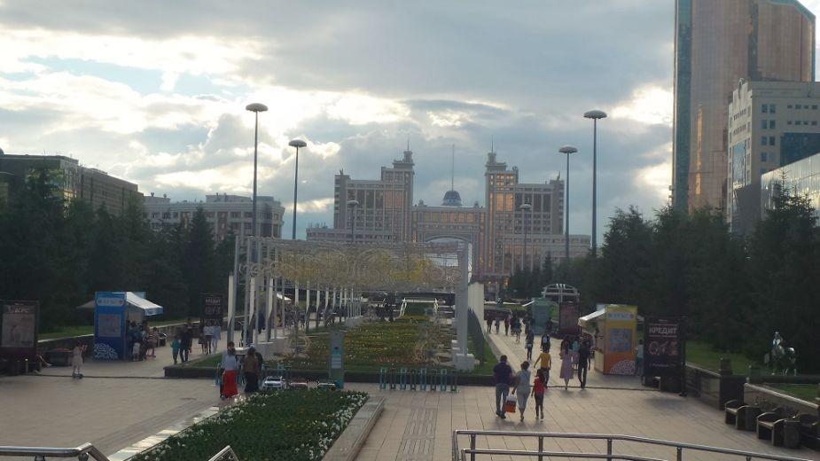 """""""Водно-зеленият булевард"""" в Астана е пешеходна зона. Снимка: Магдалена Гигова"""