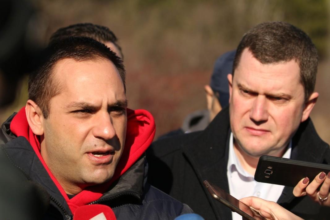Министър Емил Караниколов и кметът на Перник Станислав Владимиров.