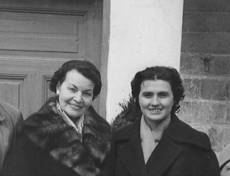 Поетесите Елисавета Багряна и Лиляна Стефанова, архив