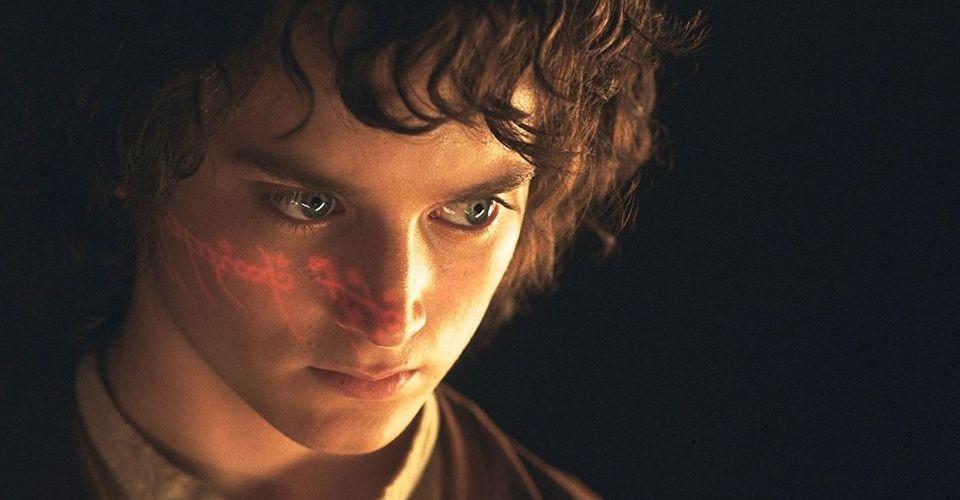Фродо Бегинс (в ролята Илайджа Ууд) е другият важен хобит в историята на Толкин
