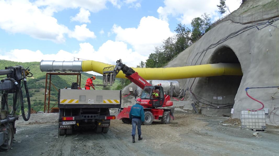 "Строежът на тунел ""Железница"" на автомагистрала ""Струма""."