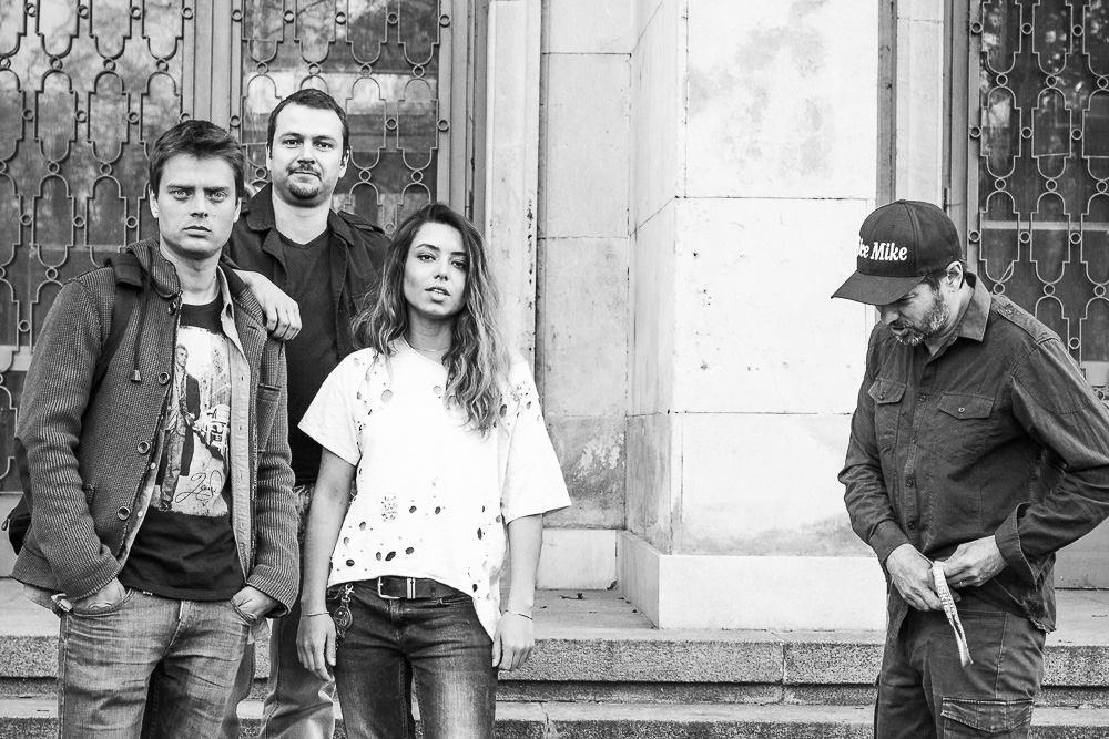Младата българска група Coca Nova издаде наскоро новата си песен.