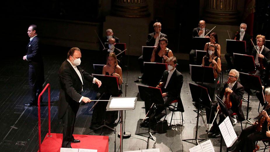 Рикардо Шайи дирижира Оркестър на Миланската скала
