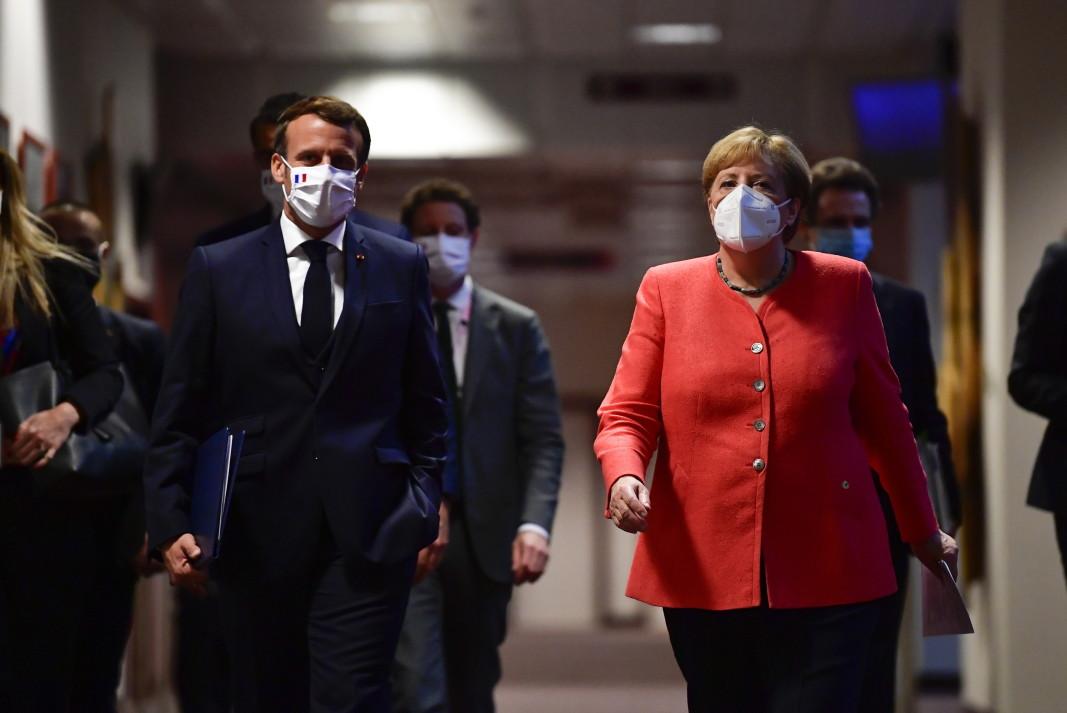 """Дуетът """"Меркел-Макрон""""      Снимка: ЕПА/БГНЕС"""