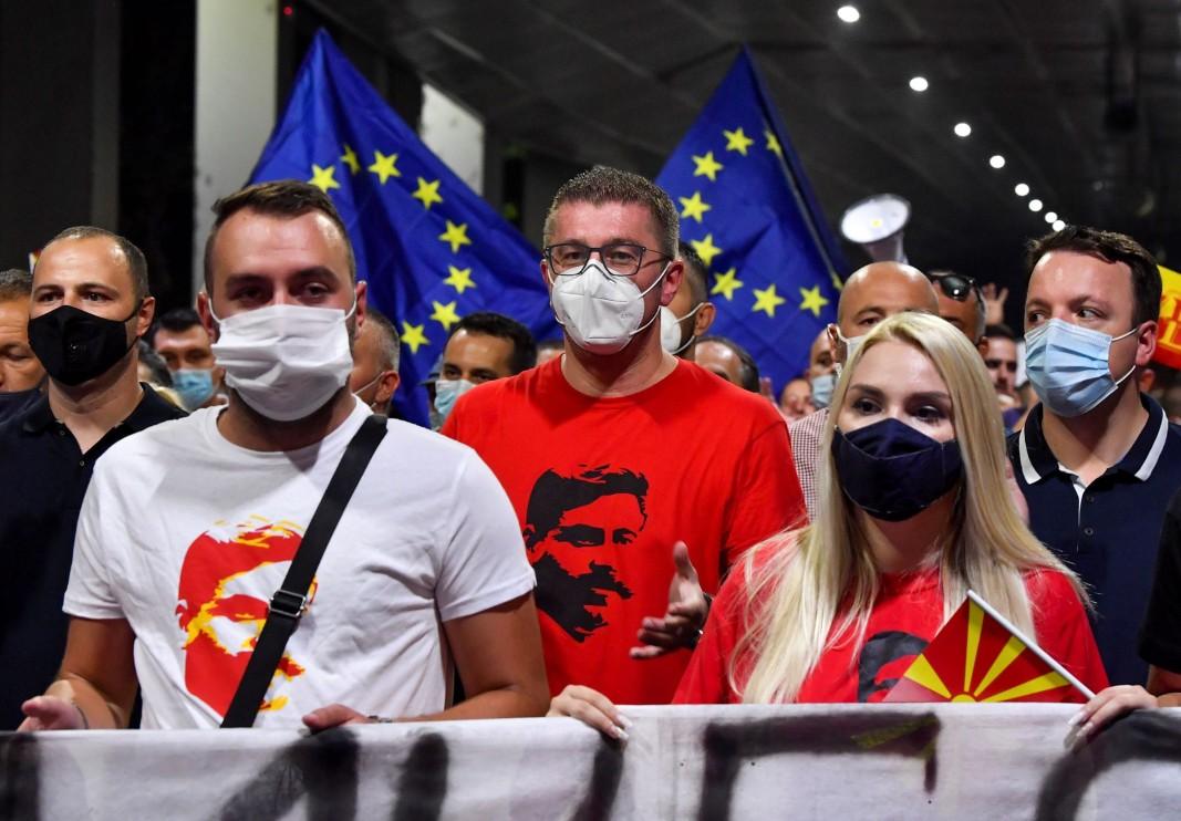 С европейски знамена в Македония бранят Гоце Делчев от България
