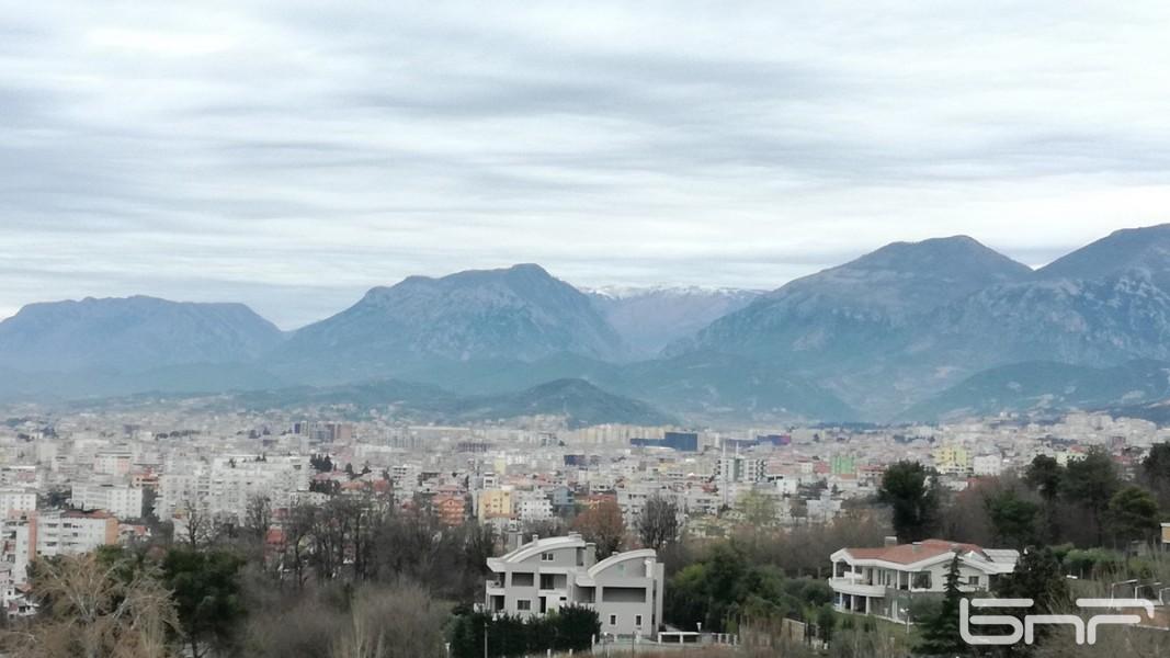 Изглед към Тирана