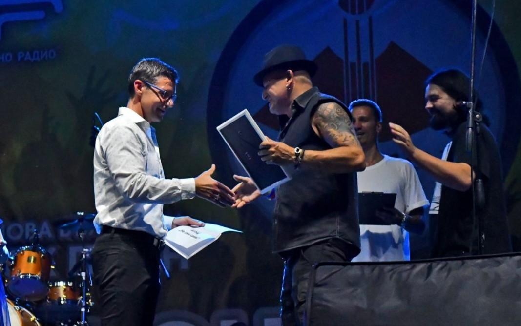 Генералният директор на БНР Андон Балтаков връчи на групата AIRBAG Голямата награда