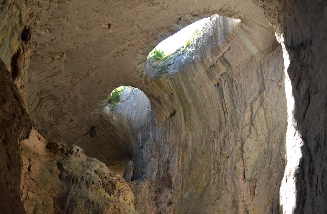 Prohodna mağarasında