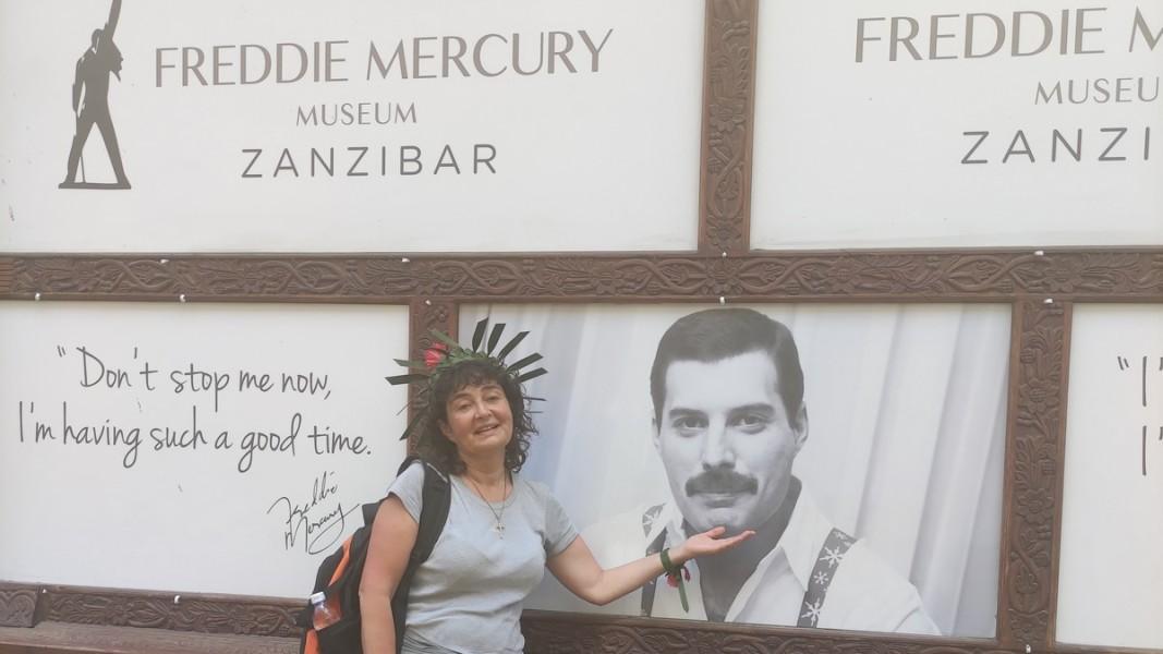 Магдалена Гигова в Музея на Фреди Меркюри в Занзибар    Снимка: личен архив