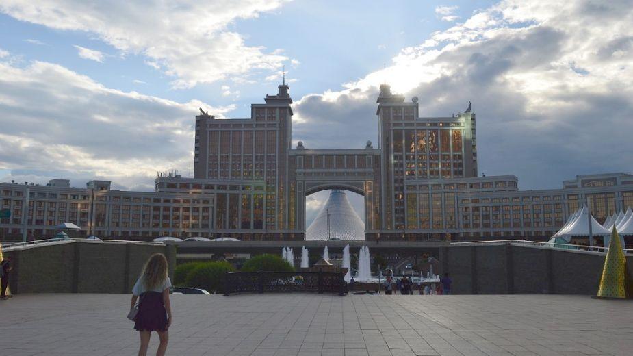 Сградата на държавната газова компания в Астана. Снимка: Магдалена Гигова