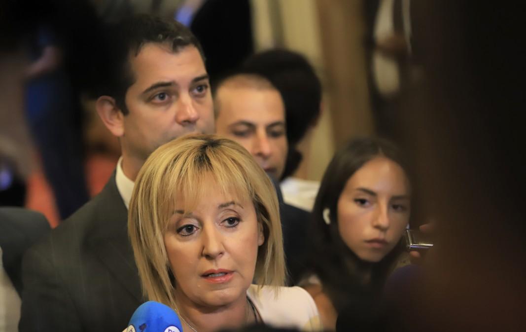 Мая Манолова прави изявление пред медиите в Народното събрание - 29 юли 2021 г.; Снимка: БГНЕС