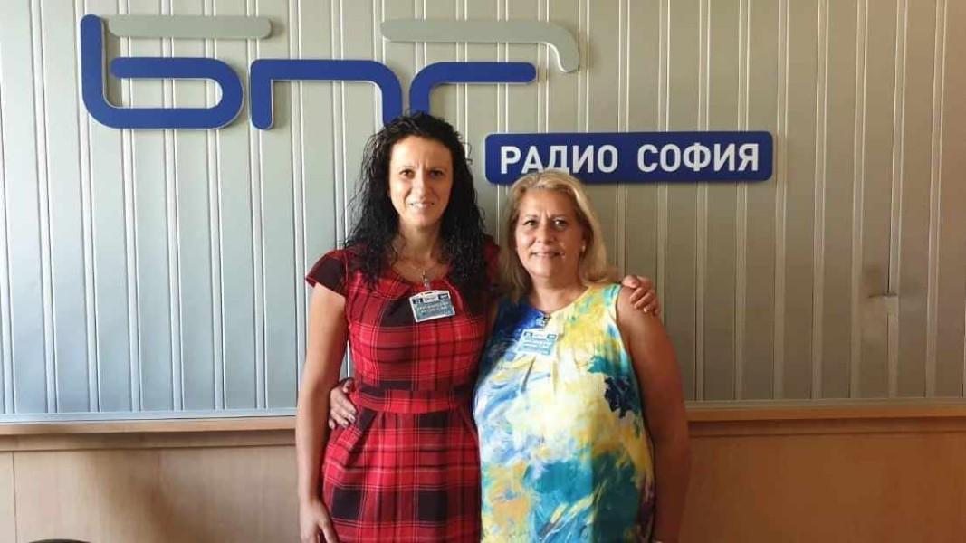 Зам.-директорът Галина Тимова и Йорданка Манова - дългогодишен начален учител