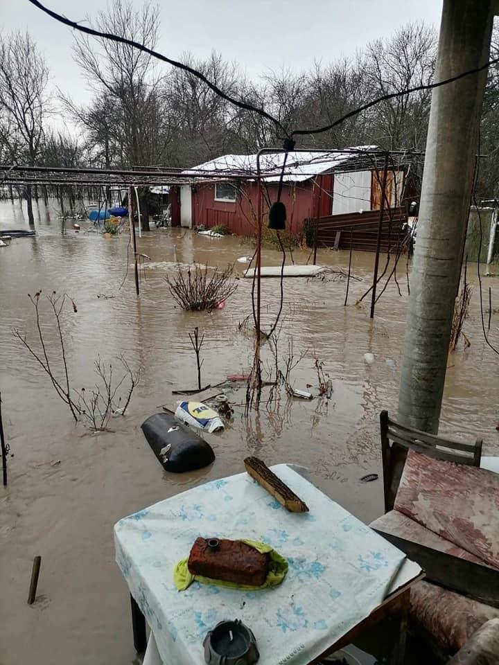 Наводнен двор в с. Ярджиловци (11.01.2021 г.)