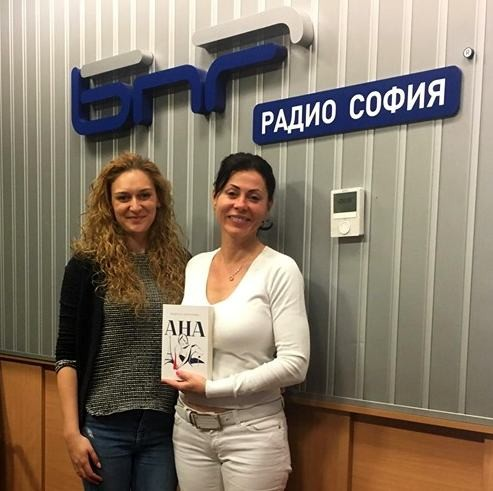 Мануела Драганова /д/ с водещата Петя Зунгорлиева