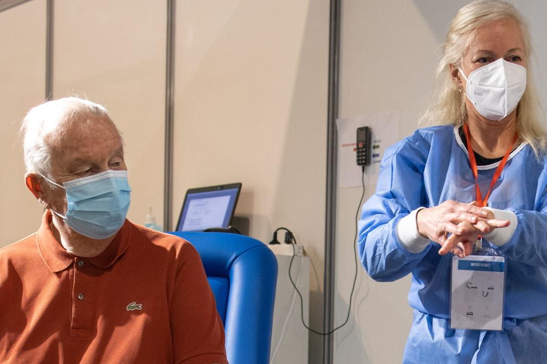 Белгийският крал Албер II и кралица Паола се ваксинират срещу Covid-19 в център за ваксинация в Брюксел, 18 март 2021 г.