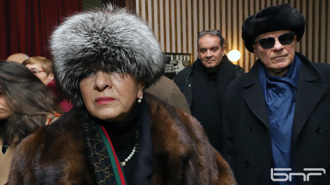 Поклонение пред Стоянка Мутафова в Сатиричния театър.