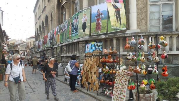 Десетки занаятчии, улични артисти и производители на екологично чисти храни