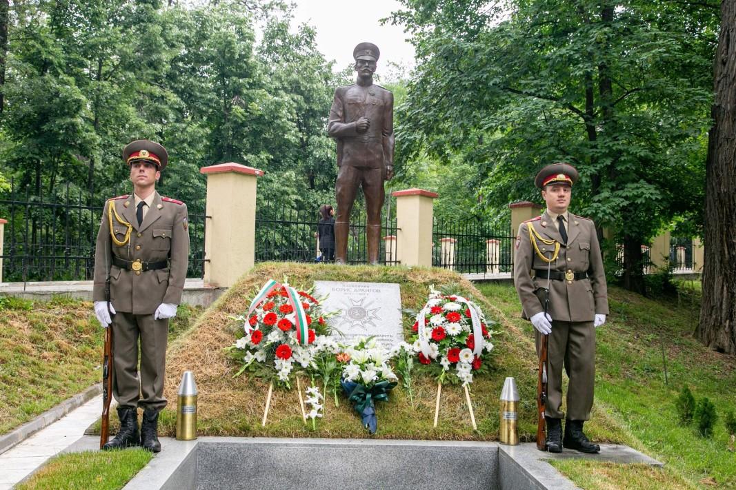 Паметникът на полк.Борис Дрангов