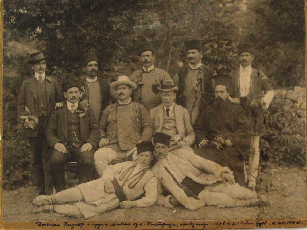 Джеймс Баучер с група селяни от с. Бистрица