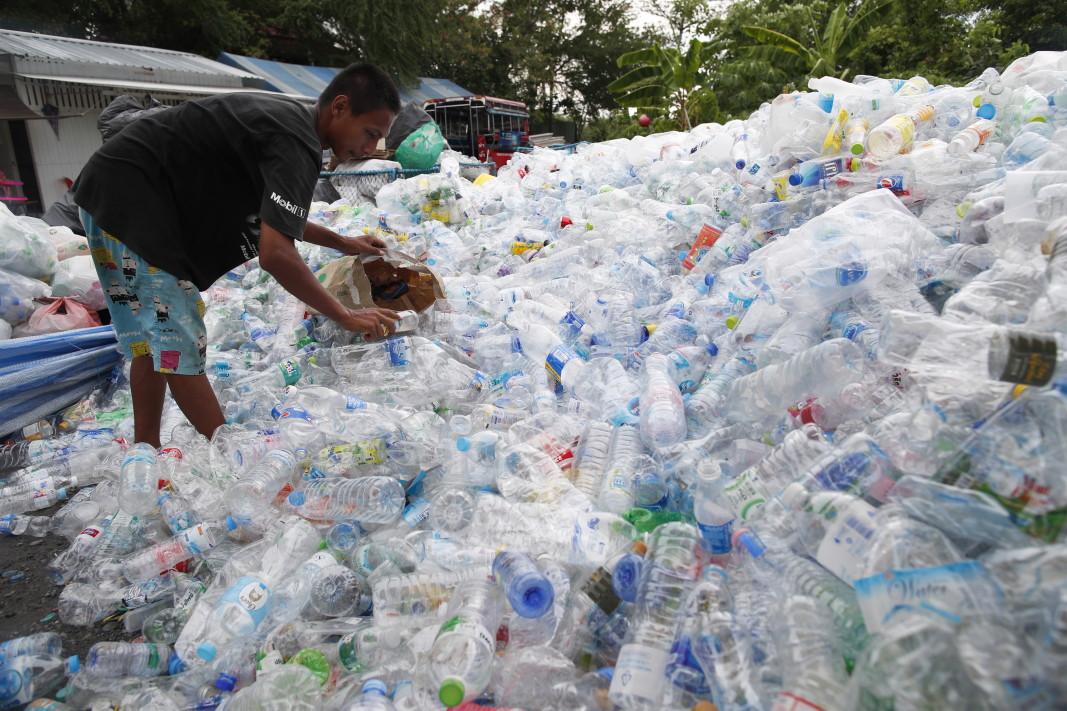 Бутилки, събрани за рециклиране, Тайланд