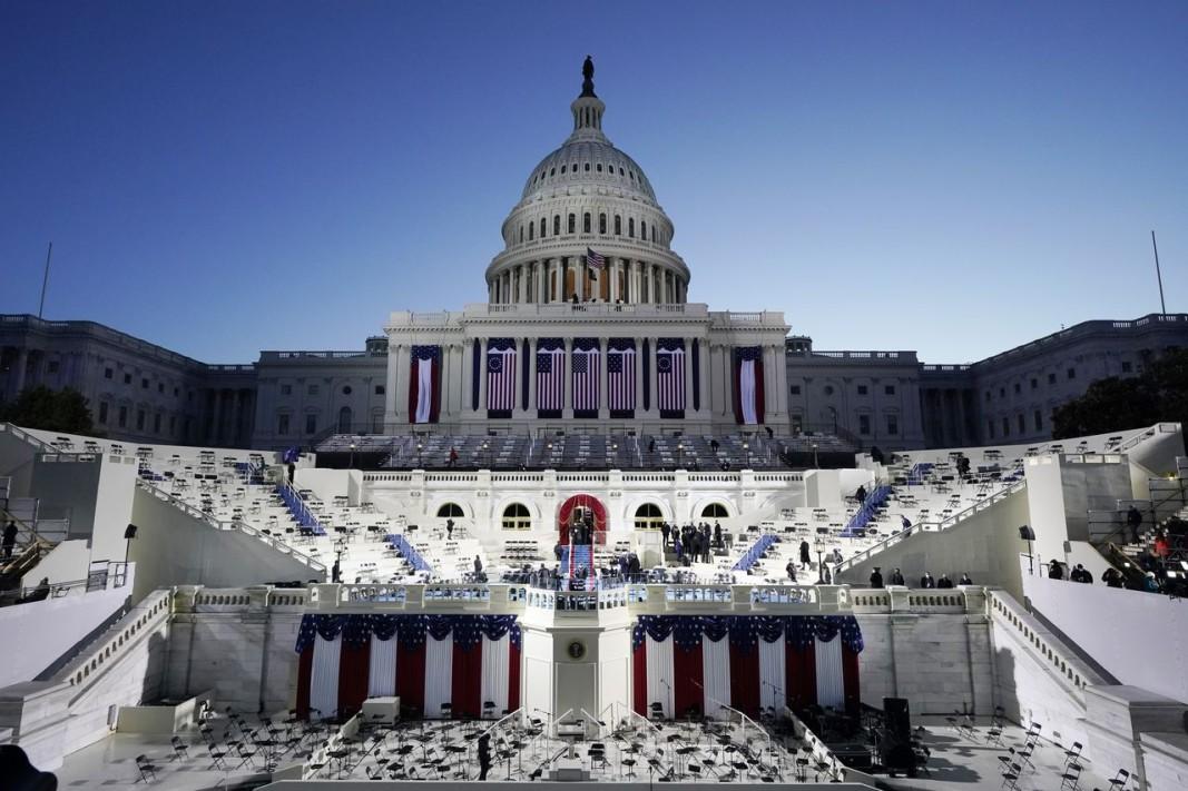 Капитолия и сцената, където Джо Байдън ще положи клетва като президент. Снимка: БТА