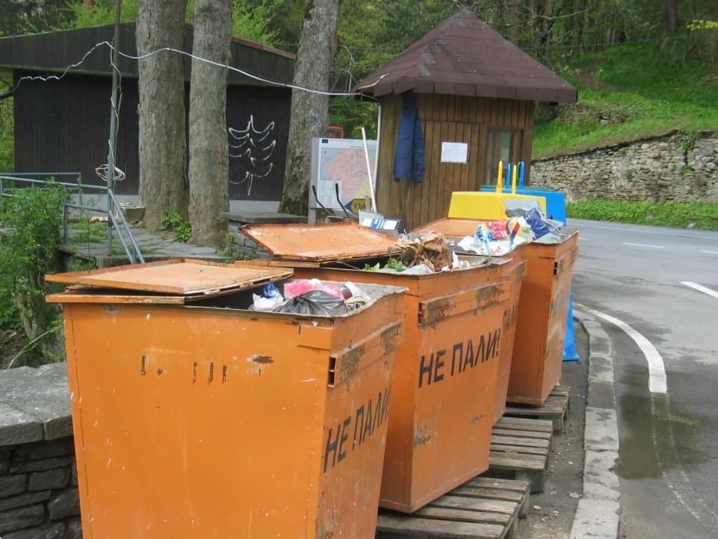 Старите, по-големи контейнери. Снимка Кирил Фалин