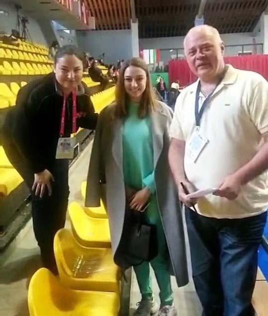 Евгения Канаева (в средата) с част от екипа на спортния отдел на БНР.