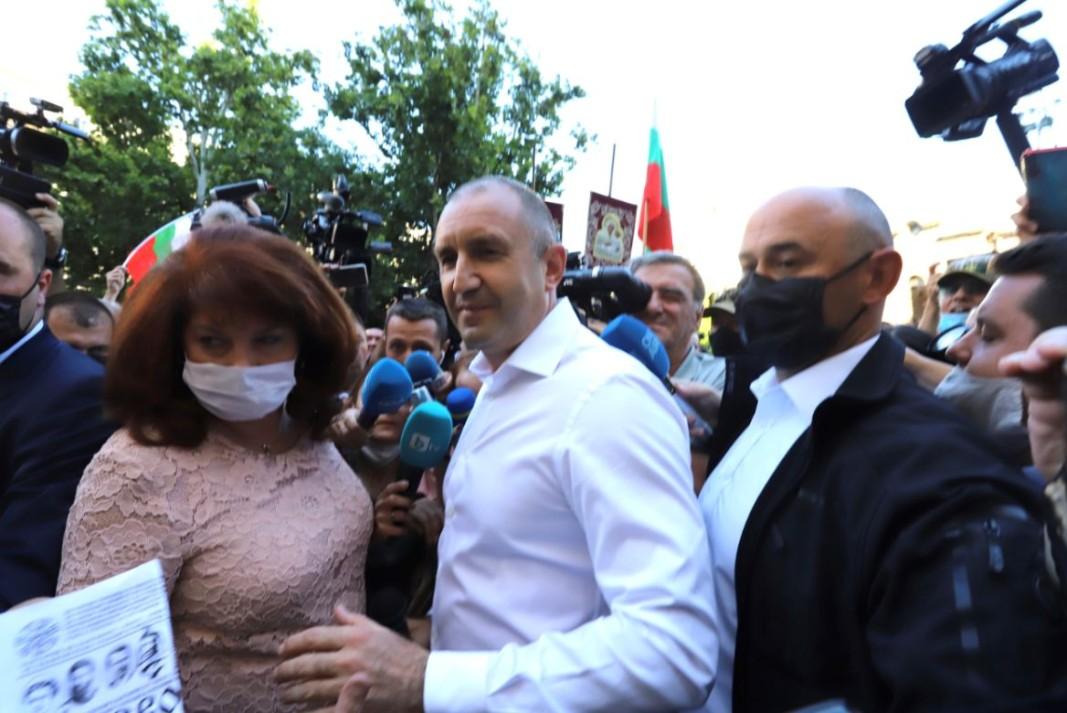 Румен Радев и Илияна Йотова се присъединиха към протеста