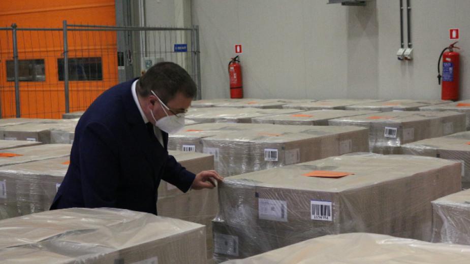 Министърът на здравеопазването Костадин Ангелов представи пристигналите дози нискомулекулярен хепарин.
