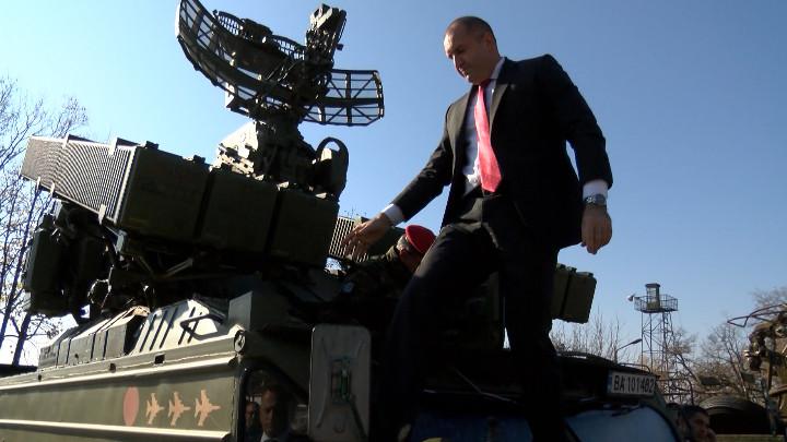 Президентът Румен Радев посети 61-ва Стрямска механизирана бригада в Карлово.