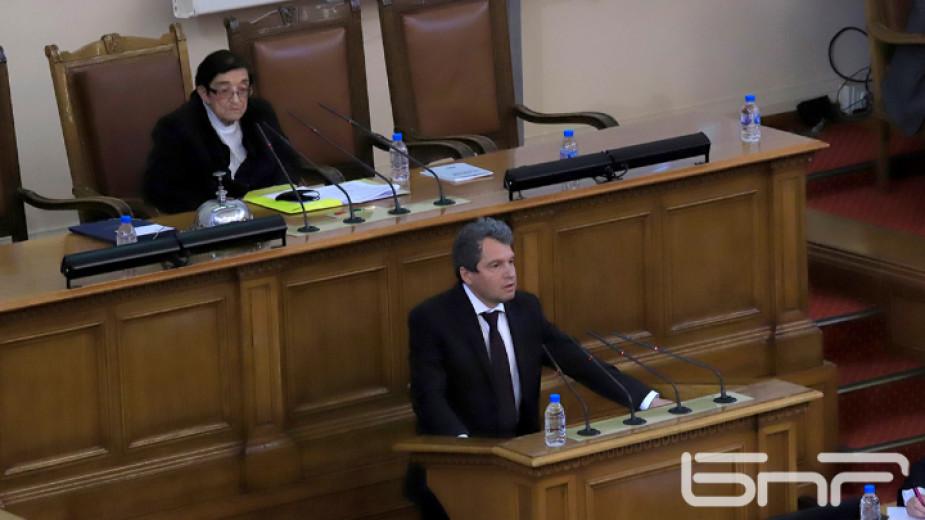 Парламентът задължи премиера Бойко Борисов да дойде на следващото заседание