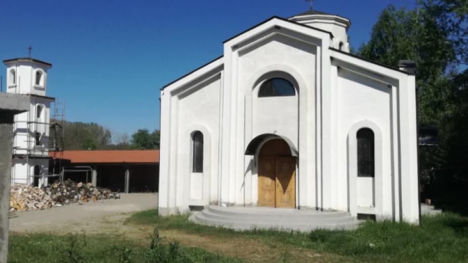 Строящият се вече 17 години храм